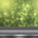 Bokeh bakgrund med det tomma metalldäcket Royaltyfri Foto