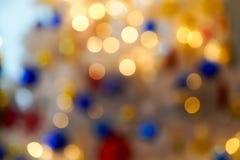 Bokeh borroso colorido y hermoso del c?rculo, fuera del fondo del foco en el concepto y el tema de la Navidad foto de archivo libre de regalías