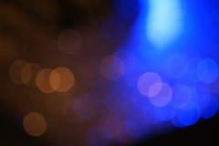 Bokeh colorido escuro com luz azul para o conceito da vida noturno Imagens de Stock