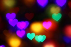 Bokeh coração-dado forma colorido dos Valentim no bokeh preto da iluminação do fundo para a decoração no Valentim do papel de par Imagens de Stock