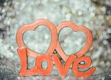 Bokeh de fond avec l'amour de mot et un coeur Photos libres de droits