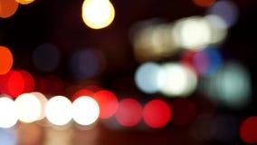 Bokeh de los semáforos de la noche almacen de metraje de vídeo