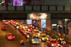 Bokeh de lumière de nuit de route, fond defocused de tache floue Photo stock