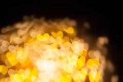 Bokeh de tache floue de coeur comme papillons volent dans l'obscurité Photographie stock libre de droits