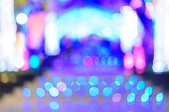 Bokeh della luce della sfuocatura nel modo della passeggiata della città fotografia stock