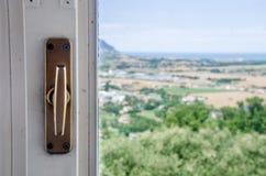 Bokeh della maniglia di finestra Immagini Stock Libere da Diritti