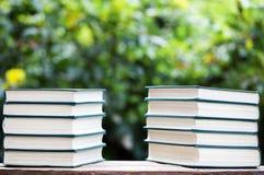 Bokeh di legno dell'albero della tavola del libro nessuno immagini stock libere da diritti