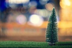 Bokeh do Natal do pinho imagem de stock