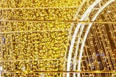Bokeh efervescente do ouro do ponto claro brilhante Imagens de Stock Royalty Free