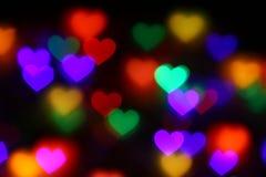 Bokeh en forma de corazón colorido de las tarjetas del día de San Valentín en el bokeh negro de la iluminación del fondo para la  Fotografía de archivo libre de regalías