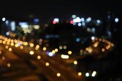 Bokeh för suddighet för stadsljus suddig Bakgrund f?r stadssuddighetsbokeh Svart stadsscapebakgrund royaltyfri foto