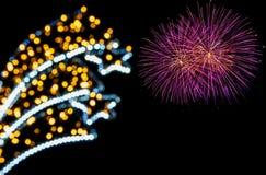 Bokeh ligero y fuegos artificiales coloridos Fotos de archivo libres de regalías
