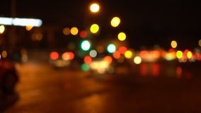 Bokeh nocy miasta droga Z ostrości zbiory wideo