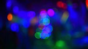 Bokeh que destella multicolor borroso de luces del estroboscópico almacen de metraje de vídeo
