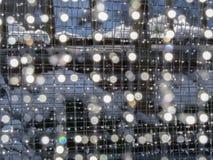 Bokeh sur le maillage de soudure Fond de scintillement de fonte d'effets de la lumière de neige photographie stock libre de droits
