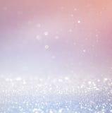 Bokeh tänder bakgrund med mång- lager och färger av vita silver och blått Arkivfoton