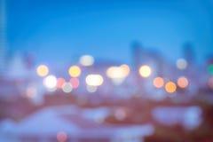 Bokeh urbain abstrait de lumière de nuit, fond defocused Photo libre de droits
