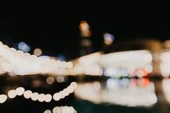 Bokeh urbano astratto della luce notturna, fondo defocused fotografie stock libere da diritti