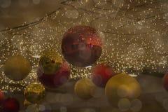 Bokeh vaag met ornamenten op Kerstmis Royalty-vrije Stock Afbeeldingen