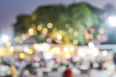 Bokeh variopinto ed immagine vaga al mercato di notte dell'alimento fotografie stock