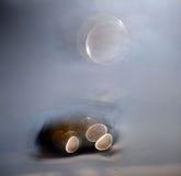 Bokeh verwischte Reflexionen des blauen Wassers Stockfotos