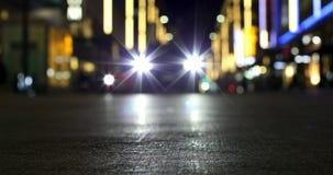 Bokeh von Autolichtern auf Straße nachts 4k stock video