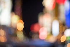 Bokehbakgrund för stads- trafik Arkivfoto