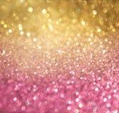 金子和桃红色抽象bokeh光。defocused背景 免版税库存照片