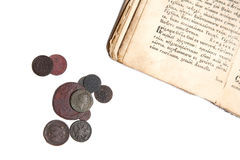 boken coins gammalt Royaltyfri Foto