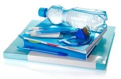 Boken, notepaden, brevpapper och flaskan arkivfoton