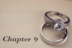 boken ringer bröllop fotografering för bildbyråer