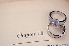 boken ringer bröllop arkivfoto