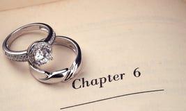 boken ringer bröllop arkivfoton