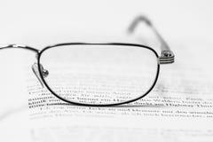 bokexponeringsglas öppnar avläsning Arkivfoto