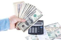 bokhållaren räknar manpengar Arkivbild