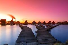 Bokodi sjö i solnedgången Arkivfoto