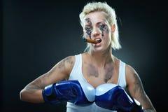 bokser agresywna piękna dziewczyna Obraz Royalty Free