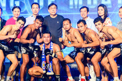 Bokser Tajlandzki walki królewiątko Muay Tajlandzki w Tajlandzkim walki ekstremum 2013. Fotografia Stock