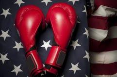 Bokserskie rękawiczki na USA flaga Zdjęcie Royalty Free