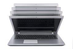 Bokslutbärbar dator på vit bakgrund Arkivbilder