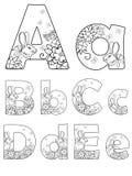 Bokstäver Aa, Bb, Cc, Dd, Ee som dekoreras med blommor, fjärilar och kaniner vektor illustrationer