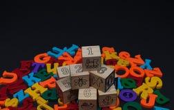 Bokstäver av leksakalfabetet Arkivfoton