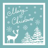 Bokstäver för hand för glad jul Calligraphic kortdaghälsningen irises vektorn för moder s Vit snö för hjortgranträd flagar på blå Royaltyfri Foto