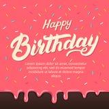 Bokstäver för handen för den lyckliga födelsedagen glasar skriftlig på färgrika donuts bakgrund med stänktoppning Arkivfoton