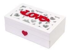 Bokstäver för vita hjärtor för förälskelseask isolerade röda Royaltyfri Foto
