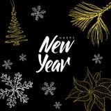 Bokstäver och jul för hand för lyckligt nytt år klottrar skriftlig på svart bakgrund Arkivfoton