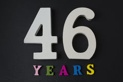 Bokstäver och nummer fyrtiosex år på en svart bakgrund Royaltyfri Foto