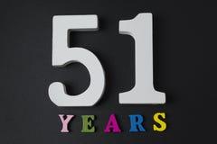 Bokstäver och nummer till femtioett på en svart bakgrund Fotografering för Bildbyråer