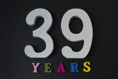 Bokstäver och nummer trettionio år på en svart bakgrund Royaltyfri Foto
