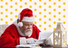 Bokstav för Santa Claus läs- julönska Royaltyfri Foto